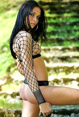 Blooming amateur sexkitten wears fishnet top