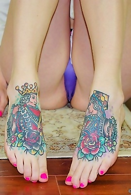 Ivy Snow has new sexy feet tattoos