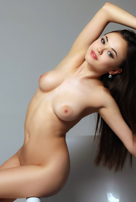 Asian Li Moon nude modeling