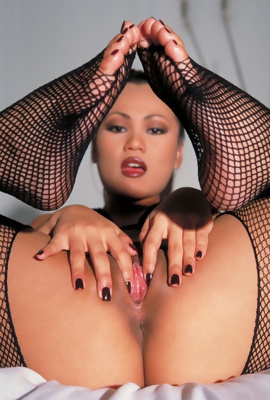 Legged asian Sabrine Maui in fishnet pantyhoses