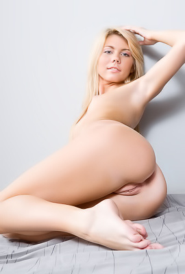 Flexible babe poses on camera