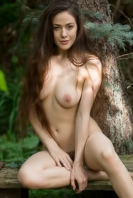 Joy Draiki Stripping In A Garden