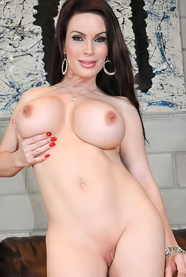 Diamond Foxxx Shows Off Her Huge Tits