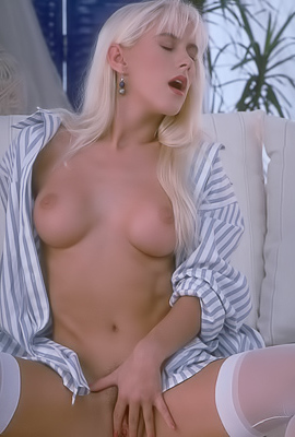 Sasha Blonde Sasha plays with her hairy pussy